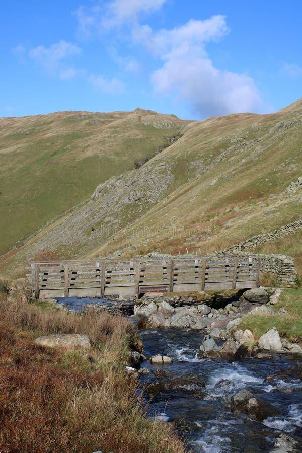 Passadiço sobre a brânquia de Hayeswater, Cumbria fotografia de stock