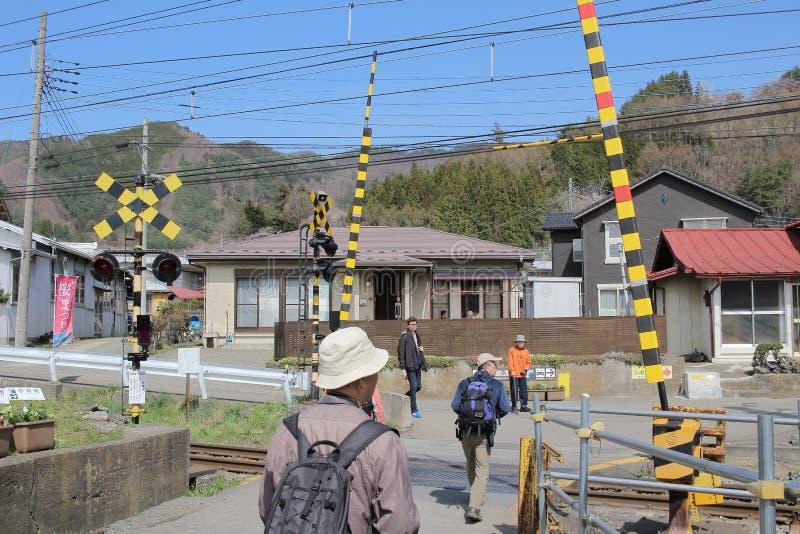 passage à niveau avec des portes chez Shimo Yoshida photo libre de droits