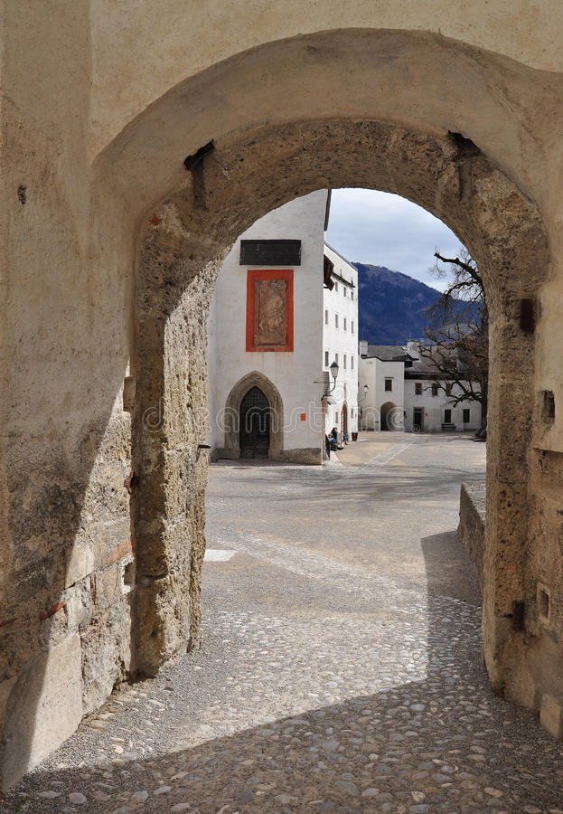Passage arqué. Château de Salzbourg, Autriche. photographie stock libre de droits