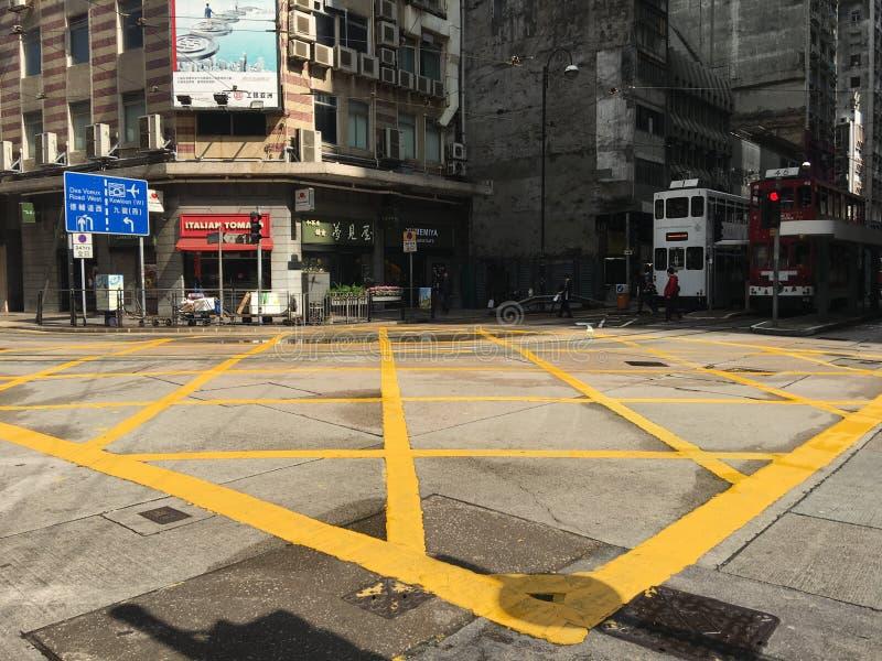 Passage clouté de Hong Kong avant feu vert photographie stock