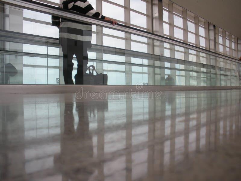Passage couvert d'aéroport image libre de droits