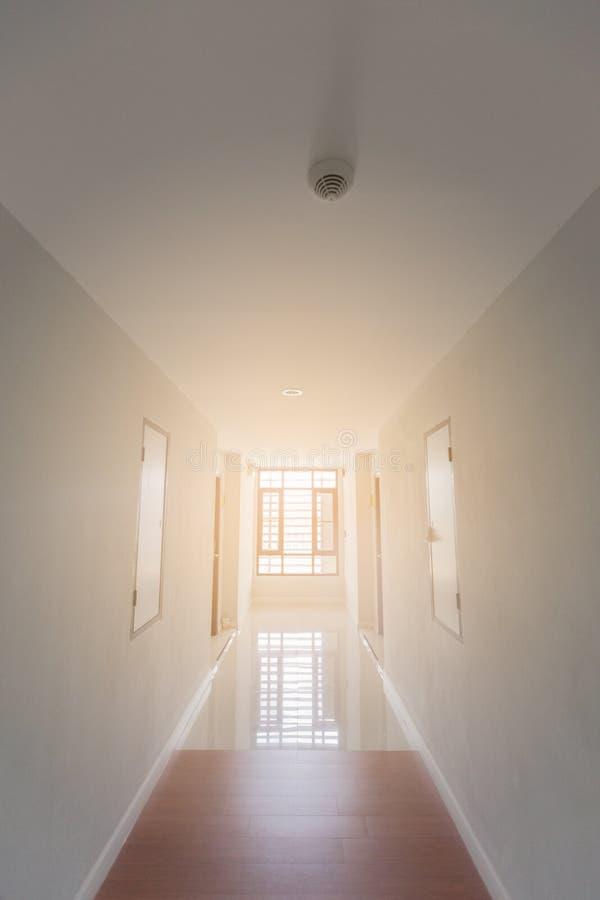 Passage couvert dans l'hôtel, passage couvert en gros plan, passage couvert au foyer choisi d'hôtel ou trouble pour le fond images stock