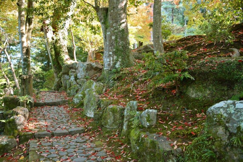 Passage couvert dans le jardin de Yoshikien, Nara images stock