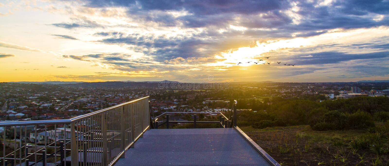 Passage couvert de coucher du soleil photographie stock libre de droits