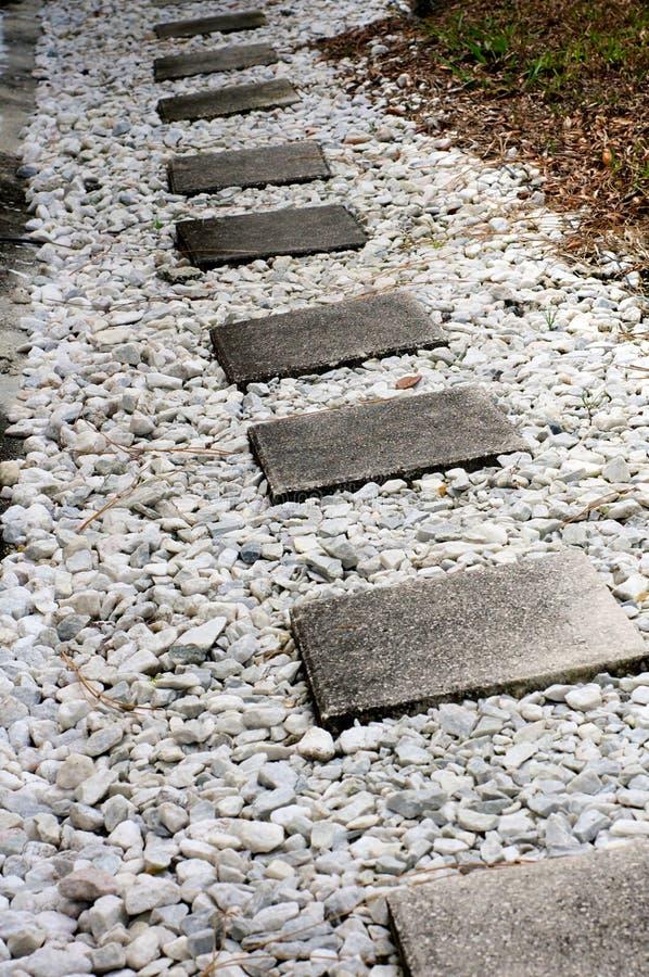 Passage couvert de pierre de progression de ciment photos libres de droits