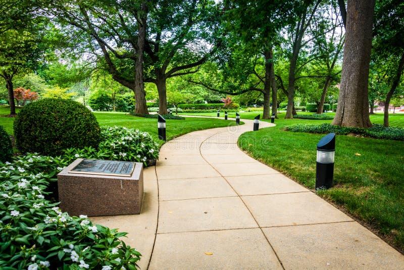 Passage couvert et jardins au jardin de Mary, à la basilique du photographie stock