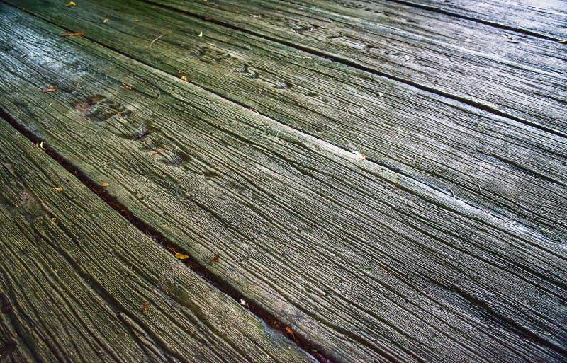 Passage couvert fait de lamelles en bois photo libre de droits