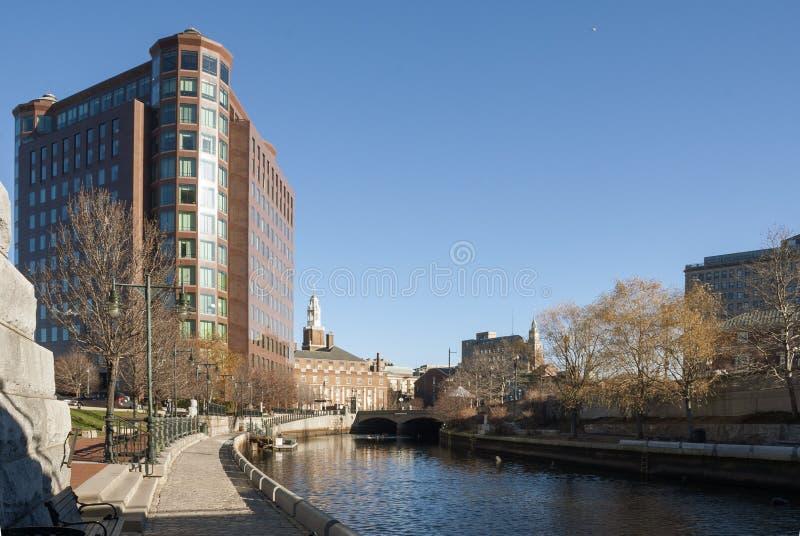 Passage couvert le long de côté la rivière de Providence photographie stock libre de droits