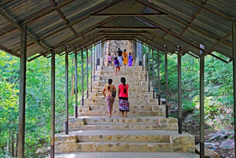 Passage couvert piétonnier de colline de Mandalay, Mandalay, Myanmar photo libre de droits