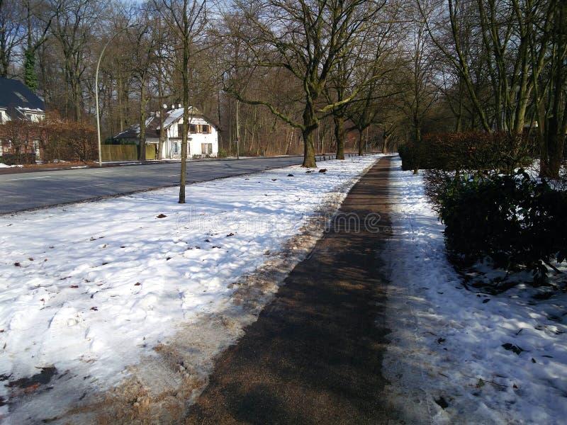 Passage couvert piétonnier et la neige photo libre de droits