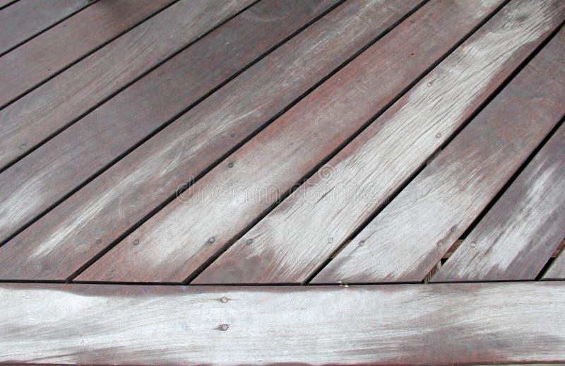 Passage couvert superficiel par les agents en bois à un angle diagonal photo stock