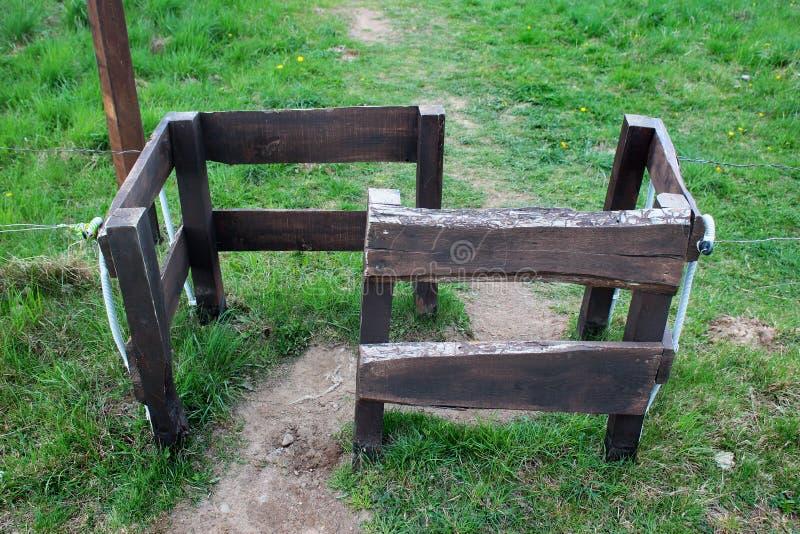 Passage de Labirinth dans la barrière en bois photos libres de droits