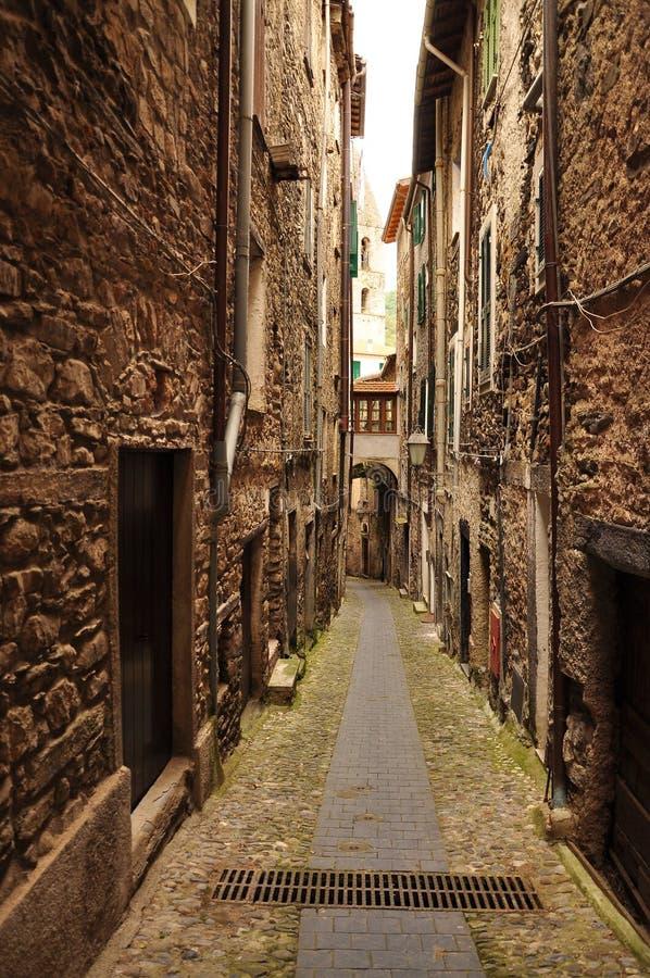 Passage de ruelle de village, Pigna, Ligurie, Italie photo libre de droits