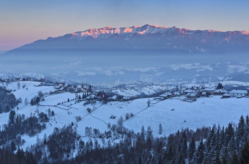Passage gelé de Rucar-son, la Transylvanie, Roumanie photo stock