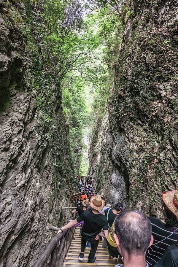 Passage in het midden van de rots royalty-vrije stock afbeeldingen