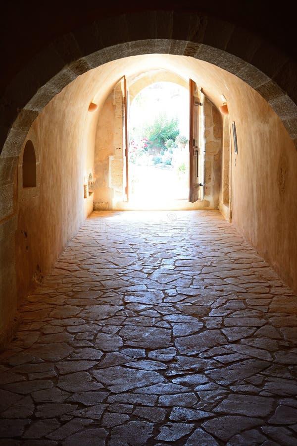 Passage på Arkadi Monastery, Kreta fotografering för bildbyråer