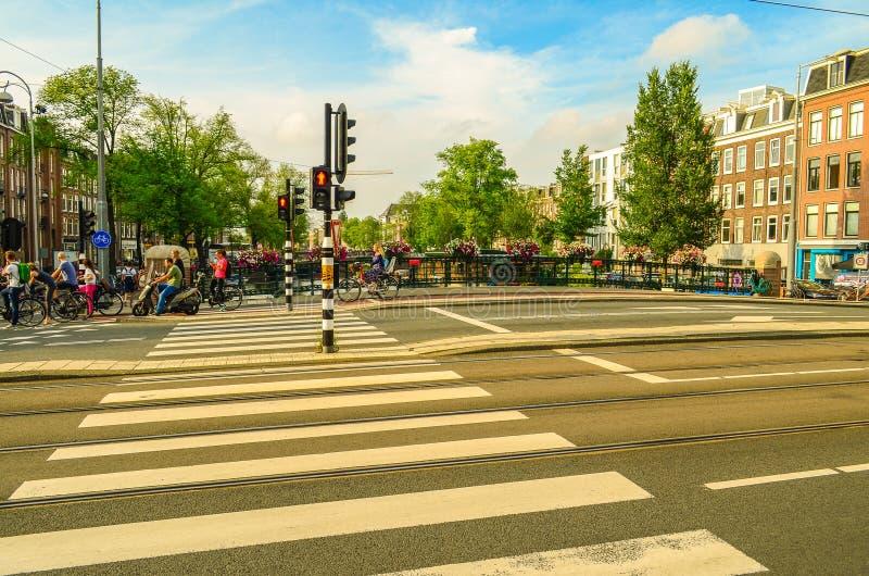 Passage piéton avec la lumière rouge à Amsterdam, Pays-Bas Hollande photographie stock