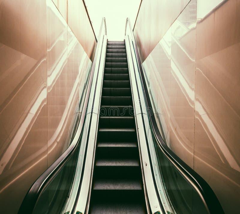 Passage piéton souterrain moderne photo stock