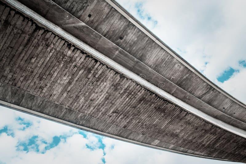 Passage supérieur concret d'autoroute photos libres de droits