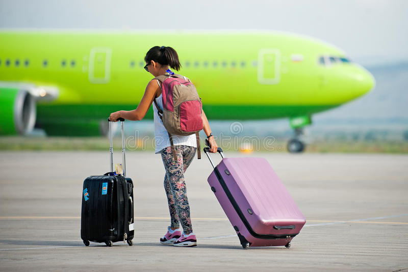 Passageiro atrasado em uma pista de decolagem fotos de stock royalty free