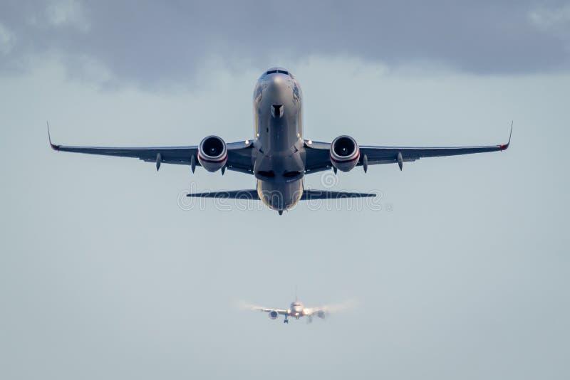 Passageiro Jet Taking Off fotografia de stock royalty free