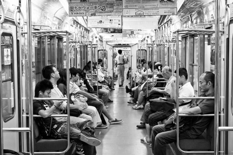 Passageiros dentro do Tóquio Japão do metro fotos de stock royalty free