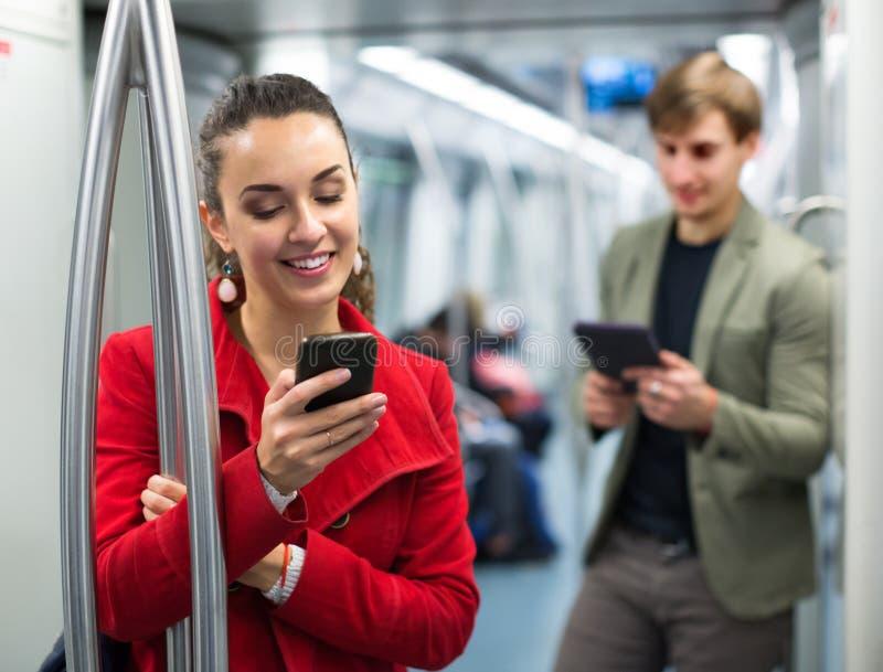 Passageiros do metro com telefones imagem de stock royalty free