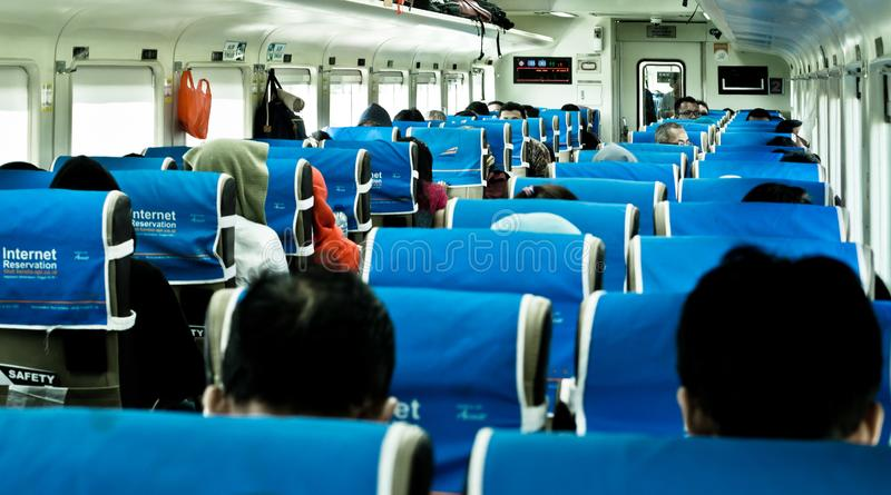 Passageiros do trem em Indonésia imagens de stock