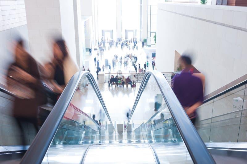 Passageiros no elevador imagens de stock royalty free