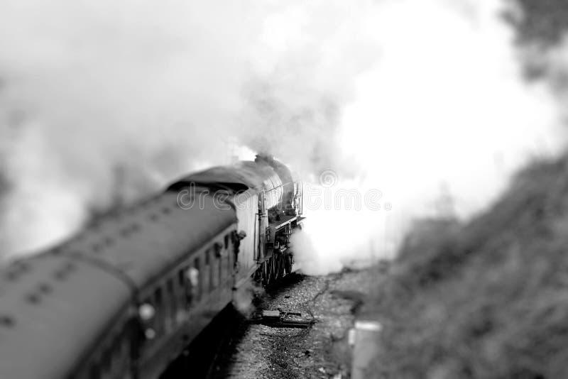 Passageiros no trem do vapor imagem de stock