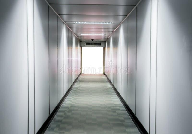 Passagem borrada do aeroporto para o fundo foto de stock royalty free