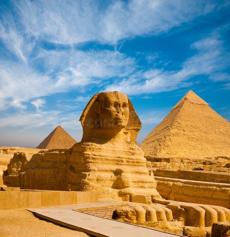 Passagem completa Giza das pirâmides do perfil da esfinge imagens de stock