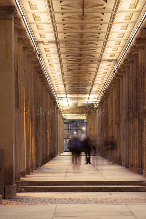 Passagem da cidade da noite imagens de stock royalty free