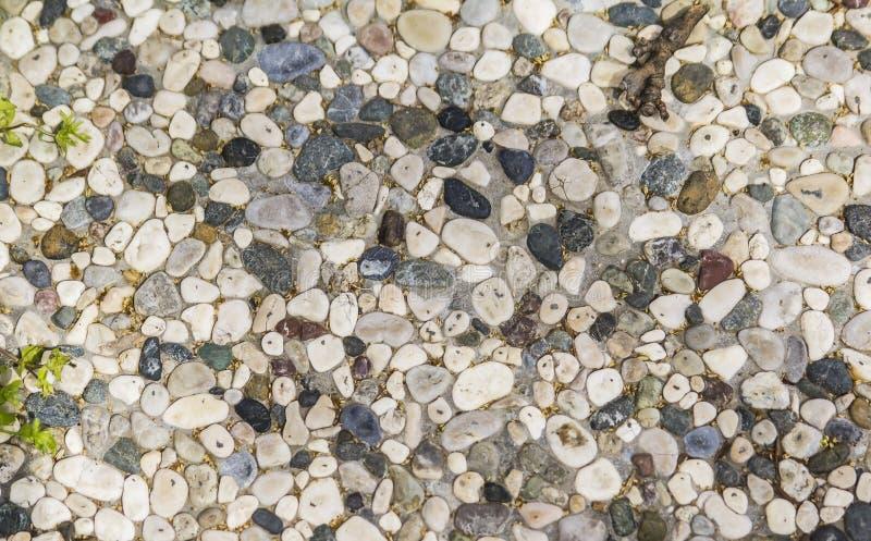 Passagem da textura do fundo alinhada com pedras pequenas fotos de stock