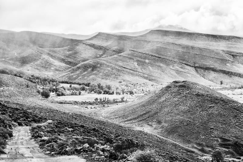 Passagem de Kerskop ou de Eselbank nas montanhas de Cederberg monocromático imagens de stock