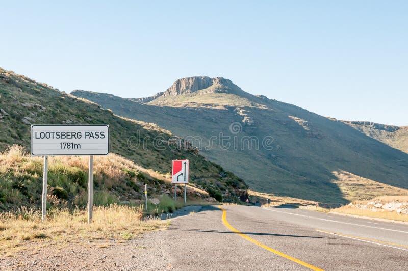 Passagem de Lootsberg entre Graaff Reinet e Middelburg em Afr sul imagens de stock royalty free