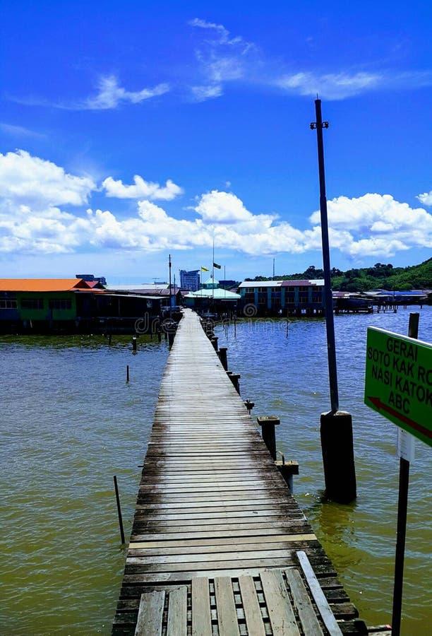 Passagem de madeira ao ayer Brunei Darussalam do Kampong fotos de stock