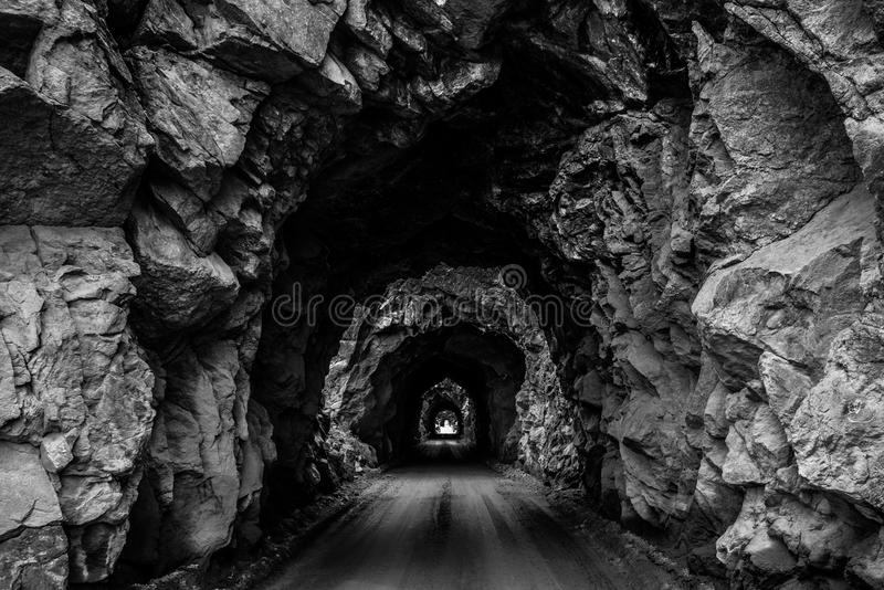 Passagem de montanha velha do túnel em Colorado foto de stock royalty free