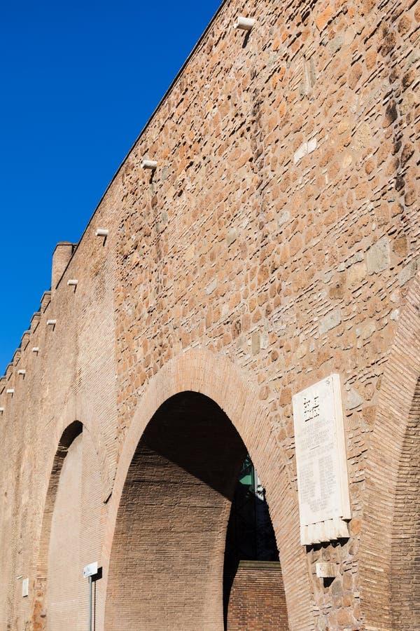 Passagem de Passetto entre a Cidade do Vaticano e o castelo foto de stock