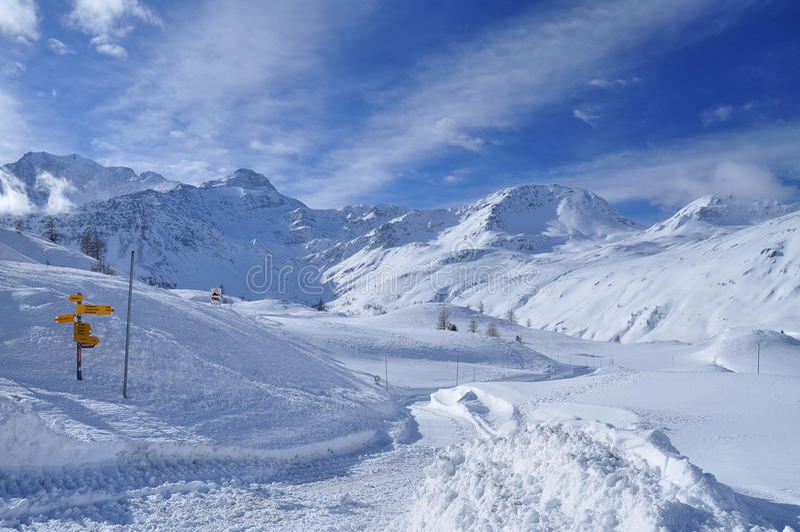 Passagem de Simplon, cumes suíços, Wallis. imagens de stock royalty free