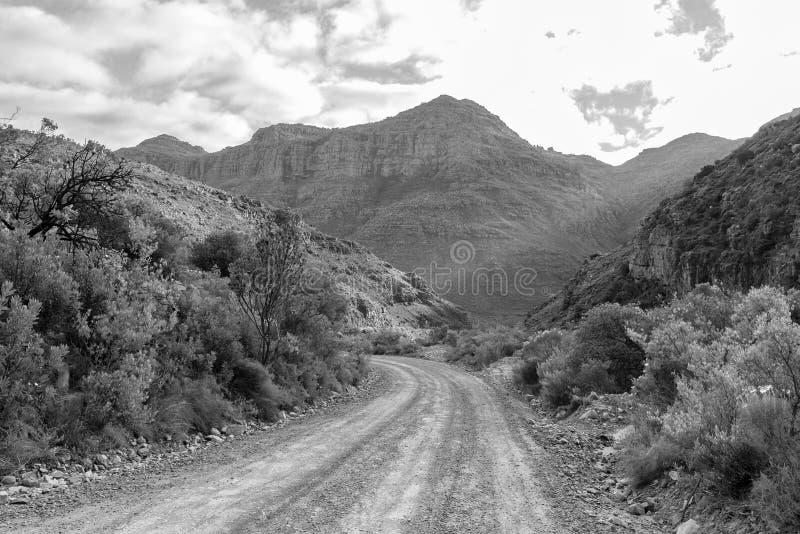 A passagem de Uitkyk nas montanhas de Cederberg monocromático imagens de stock royalty free