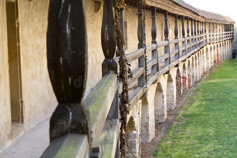 Passagem do Battlement dentro do castelo de Comburg imagens de stock royalty free