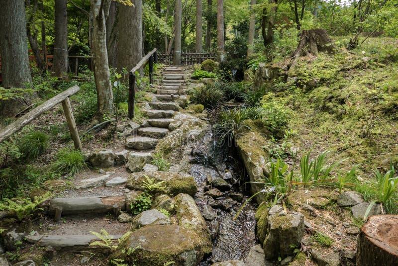 Passagem do jardim no complexo Sanzen-no templo imagens de stock royalty free
