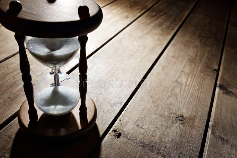 Passagem do tempo da ampulheta imagem de stock royalty free