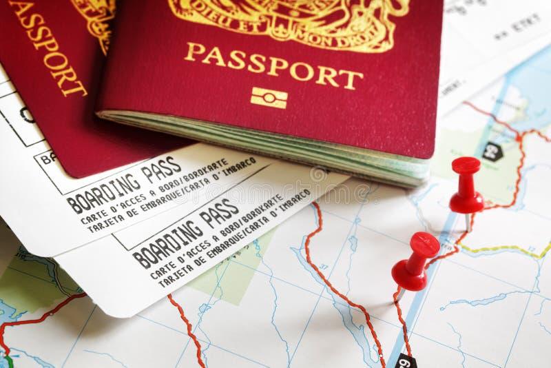 Passagem e passaporte de embarque imagem de stock