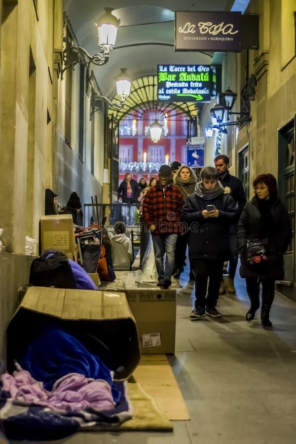Passagem fora de Calle Mayor no Madri foto de stock
