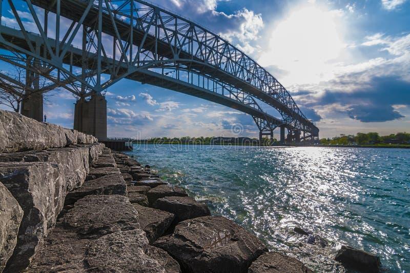 Passagem fronteiriça da ponte de Bluewater, Sarnia Ontário Canadá fotos de stock