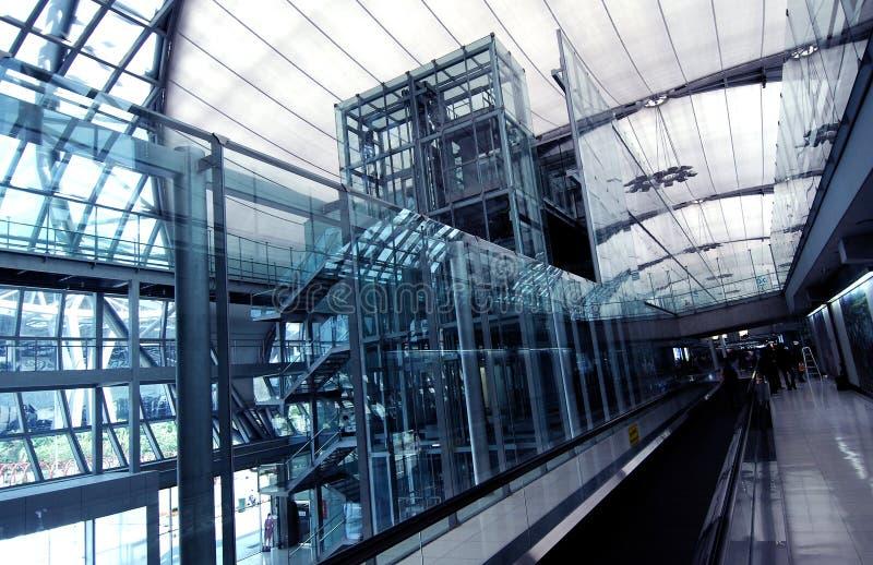 Passagem movente do aeroporto foto de stock