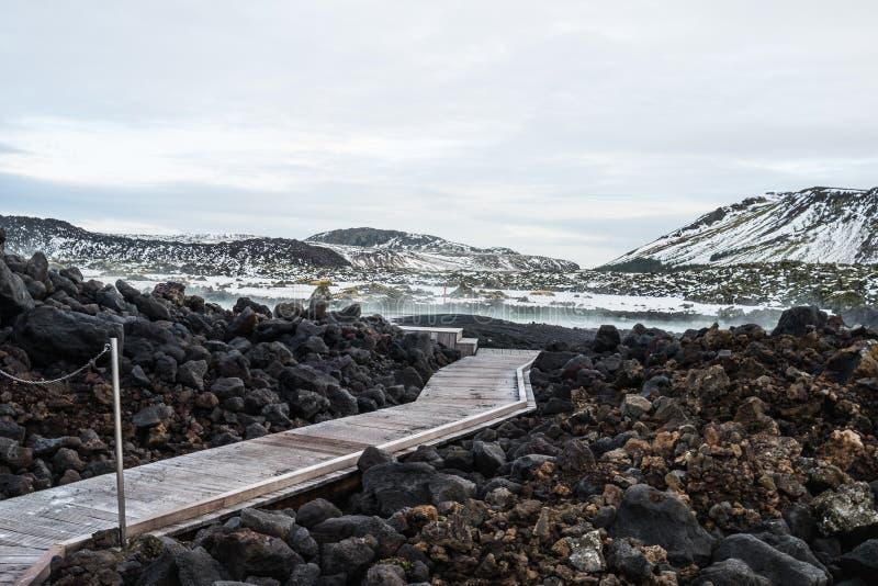 Passagem na lagoa azul, estação do inverno de Islândia com neve-capp fotografia de stock
