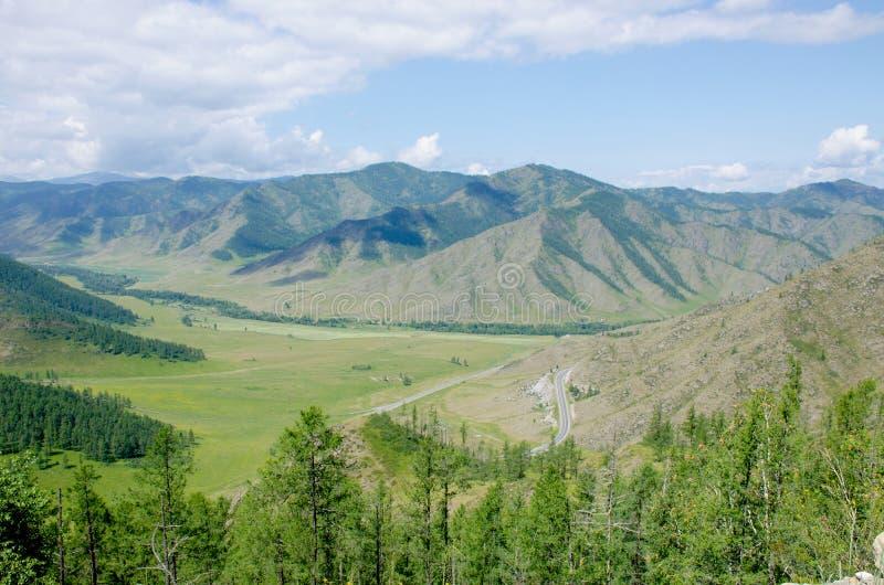 A passagem na montanha Altai uma paisagem bonita imagem de stock royalty free